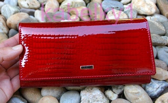 ad7ff436a6 Dámska tmavá červená lakovaná kožená peňaženka zlatý patent luxusná