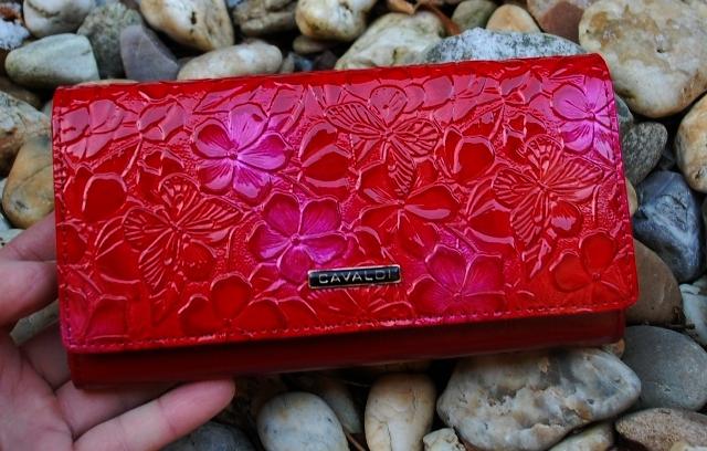 Dámska červená peňaženka lakovaná červená s kvetmi a motýľmi CAVALDI empty 30f9c261919
