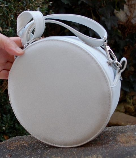 Kabelka biela strieborná s trblietkami okrúhla strieborné kovanie empty c94796b78e6