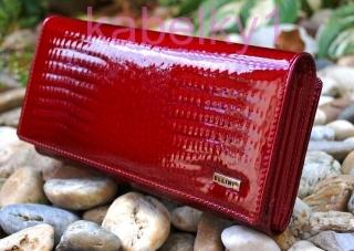 5cc63dee02c3 Dámska tmavá červená lakovaná luxusná veľká kožená peňaženka empty